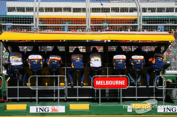 Renault F1 Team, Pit Gantry