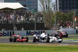 Nick Heidfeld, BMW Sauber F1 Team, F1.07 leads Lewis Hamilton, McLaren Mercedes, MP4-22