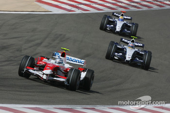 Jarno Trulli, Toyota Racing, TF107, Alexander Wurz, Williams F1 Team, FW29 and Nico Rosberg, WilliamsF1 Team, FW29