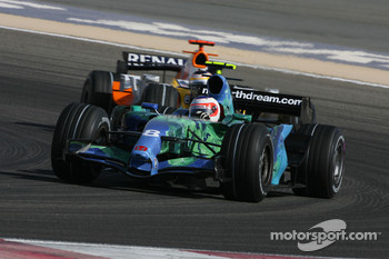 Rubens Barrichello, Honda Racing F1 Team, RA107 and Giancarlo Fisichella, Renault F1 Team, R27