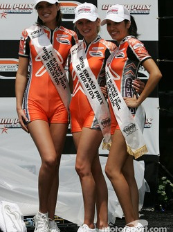 Podium: the lovely Champ Car girls