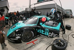 Pitstop for #1 Vitaphone Racing Team Maserati MC 12 GT1: Mika Salo, Thomas Biagi