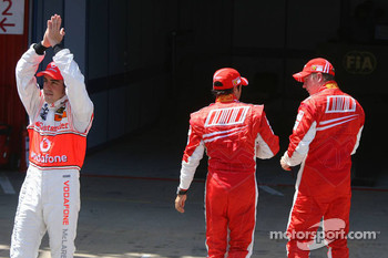 Fernando Alonso, McLaren Mercedes claps to the crowd while Felipe Massa, Scuderia Ferrari and Kimi Raikkonen, Scuderia Ferrari walk away