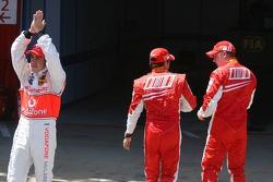 Fernando Alonso, McLaren Mercedes claps to the crowd while Felipe Massa, Scuderia Ferrari and Kimi Raikkonen, Scuderia Ferrari walk away
