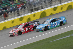 Greg Biffle, Roush Fenway Racing Ford and Aric Almirola, Richard Petty Motorsports Ford