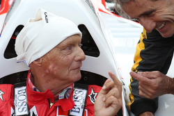 Niki Lauda, Mercedes Non-Executive Chairman in the McLaren MP4/2 with Alain Prost, at the Legends Parade
