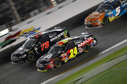 Martin Truex Jr., Furniture Row Racing Chevrolet and Jeff Gordon, Hendrick Motorsports Chevrolet