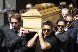 Jean-Eric Vergne, Felipe Massa, Pastor Maldonado carry the casket of Jules Bianchi