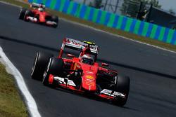 Kimi Raikkonen and Sebastian Vettel, Ferrari SF15-T