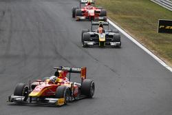 Jordan King, Racing Engineering leads Alex Lynn, DAMS