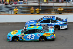 Aric Almirola, Richard Petty Motorsports Ford and Dale Earnhardt Jr., Hendrick Motorsports Chevrolet