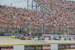 Start: Matt Kenseth, Joe Gibbs Racing Toyota and Denny Hamlin, Joe Gibbs Racing Toyota