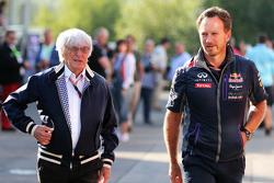 (de I a D): Bernie Ecclestone con Christian Horner, Red Bull Racing