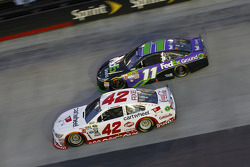 Kyle Larson, Chip Ganassi Racing Chevrolet and Denny Hamlin, Joe Gibbs Racing Toyota