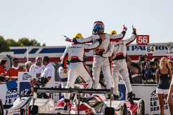Winners #38 Jota Sport Gibson 015S-Nissan: Simon Dolan, Filipe Albuquerque, Harry Tincknell celebrate