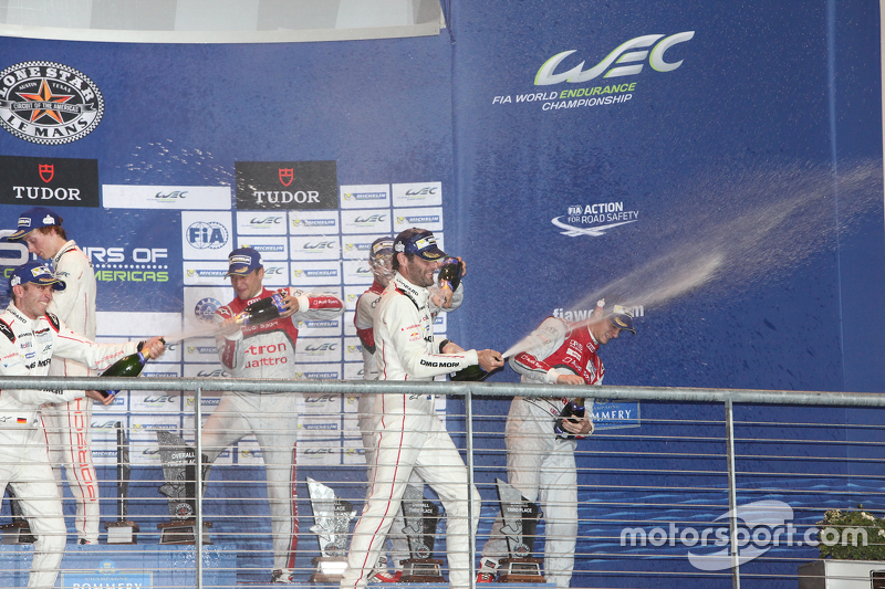 Podium: ganadores, Timo Bernhard, Mark Webber, Brendon Hartley, Porsche Team, segundos, Marcel Fässler, Andre Lotterer, Benoit Tréluyer, Audi Sport Team Joest, terceros, Lucas di Grassi, Loic Duval, Oliver Jarvis, Audi Sport Team Joest