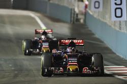 Max Verstappen, Scuderia Toro Rosso STR10  lidera a su compañero de qeuipo Carlos Sainz Jr., Scuderia Toro Rosso STR10