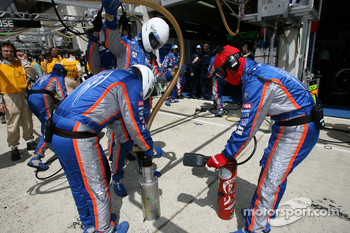 Pescarolo Sport team members after a pitstop