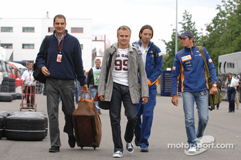 Heikki Kovalainen, Renault F1 Team and Nelson A. Piquet, Test Driver, Renault F1 Team arrive