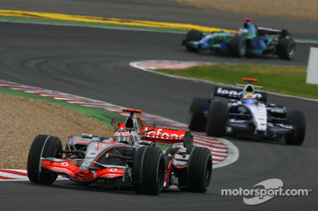 Fernando Alonso, McLaren Mercedes, MP4-22 an d Nico Rosberg, WilliamsF1 Team, FW29