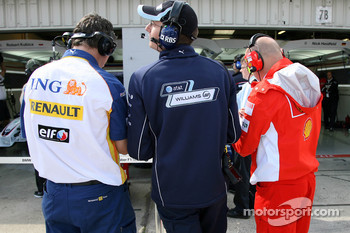 Team memebers in the pitlane