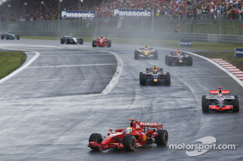 Felipe Massa, Scuderia Ferrari, F2007 and Fernando Alonso, McLaren Mercedes, MP4-22