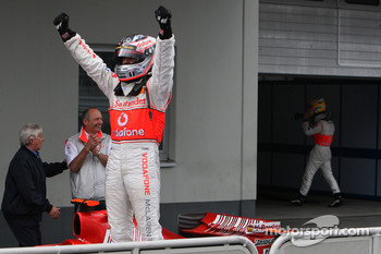 Race winner Fernando Alonso celebrates, in the back Lewis Hamilton, McLaren Mercedes