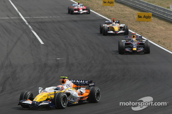 Heikki Kovalainen, Renault F1 Team, R27 and David Coulthard, Red Bull Racing, RB3