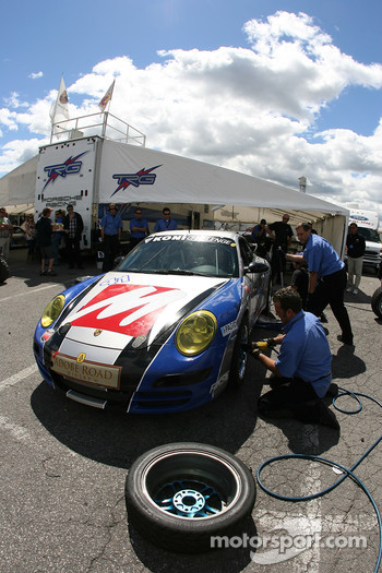 TRG team members practice pitstops