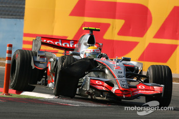 Lewis Hamilton, McLaren Mercedes, MP4-22, damaged tyre