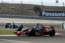 Fernando Alonso, McLaren Mercedes, MP4-22, Rubens Barrichello, Honda Racing F1 Team, RA107