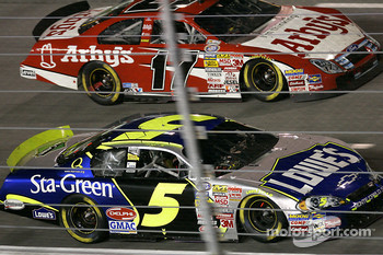 Kyle Busch races Matt Kenseth