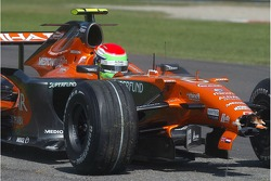 Sakon Yamamoto, Spyker F1 Team, F8-VII-B hit the wall and lost his front wing in Q1