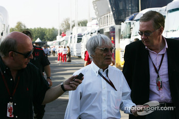 Bernie Ecclestone with journalists