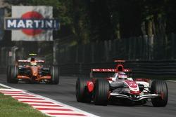 Takuma Sato, Super Aguri F1, SA07 and Sakon Yamamoto, Spyker F1 Team, F8-VII-B