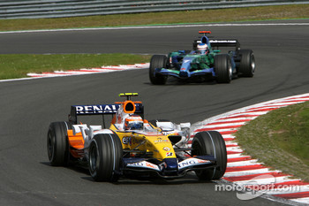Heikki Kovalainen, Renault F1 Team, R27, Jenson Button, Honda Racing F1 Team, RA107