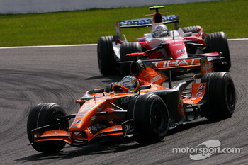Adrian Sutil, Spyker F1 Team, Jarno Trulli, Toyota Racing