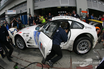 Pitstop for #50 Motorsport Arena Oschersleben BMW Z4 M Coupe: Claudia Hrtgen, Hans Stuck, Johannes Stuck, Richard Gransson