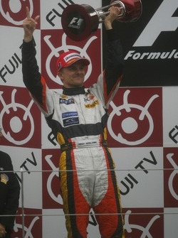 Second place Heikki Kovalainen, Renault F1 Team