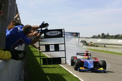 Timo Glock crosses the line to take the 2007 GP2 Series title