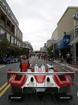 Petit Preview Party at Atlantic Station: Team Cytosport team member prepares the Lola B06/14 AER for the pitstop demo