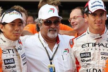 l-r, Sakon Yamamoto, Spyker F1 Team, Dr Vijay Mallya, Kingfisher and Adrian Sutil, Spyker F1 Team