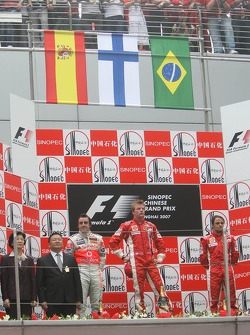 2nd place Fernando Alonso, McLaren Mercedes with 1st place Kimi Raikkonen, Scuderia Ferrari, 3rd place Felipe Massa, Scuderia Ferrari and Rob Smedly,, Scuderia Ferrari, Track Engineer of Felipe Massa