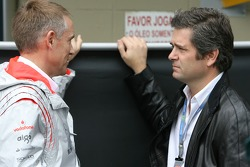 Martin Whitmarsh, McLaren, Chief Executive Officer and Gil de Ferran