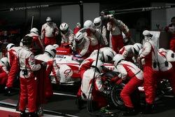 Takuma Sato, Super Aguri F1, SA07 pit stop