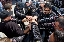 Clint Bowyer's crew