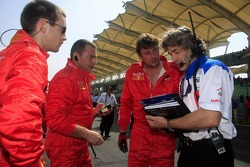 James Robinson, A1 Team Switzerland discuss with his team crew