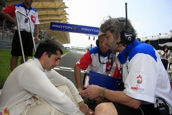 James Robinson, A1 Team Switzerland discuss with Neel Jani