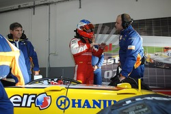 Sébastien Loeb gets ready to test the Renault F1