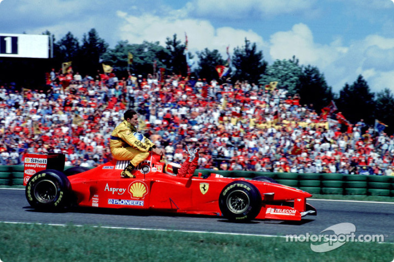 Michael Schumacher gives a ride back to Giancarlo Fisichella
